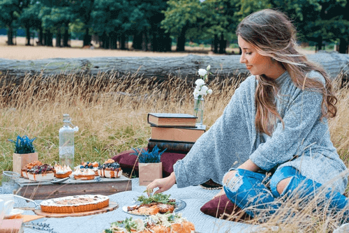 Is A Picnic A Good First Date - Picnic Outdoors