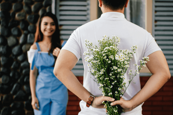 First Date Gifts - date with flowers