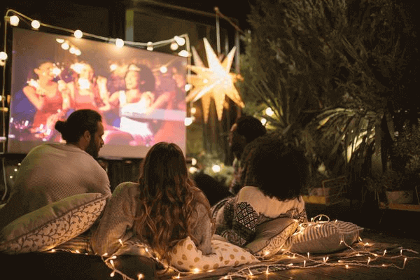 Is An Outdoor Movie A Good First Date - outdoor movie