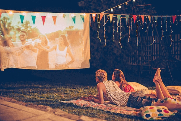 Is An Outdoor Movie A Good First Date - romantic date night